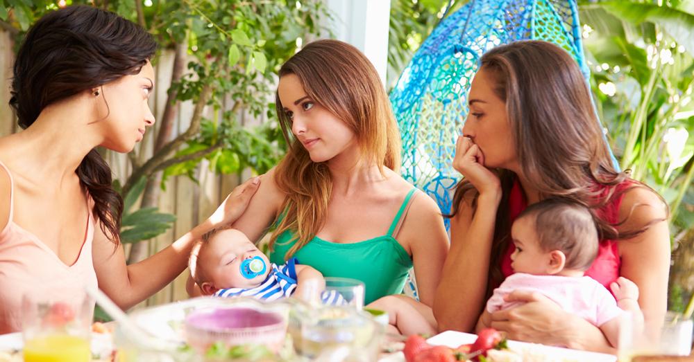 Как отдохнуть маме, если в доме маленькие дети? режим дня малыша и мамы. как помочь уставшей маме.