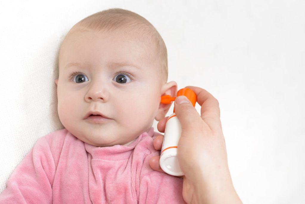 Новорожденный чешет. почему ребёнок чешет уши и нужно ли обращаться к врачу