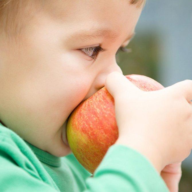 Малыш не может глотать твердую пищу и давится? как научить ребенка жевать самостоятельно?