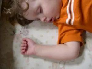 Ребенок храпит во сне, соплей нет, как лечить?