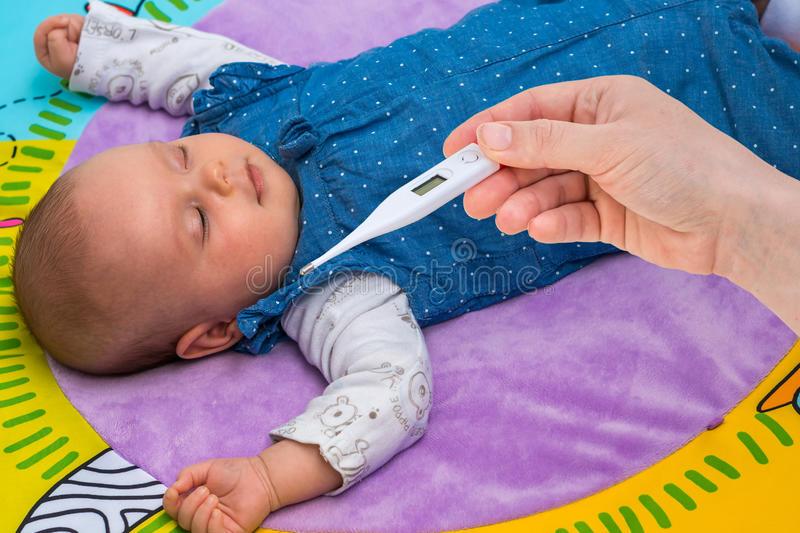 Как правильно мерить температуру грудничку: выбираем градусник для новорожденного и оптимальный способ измерения