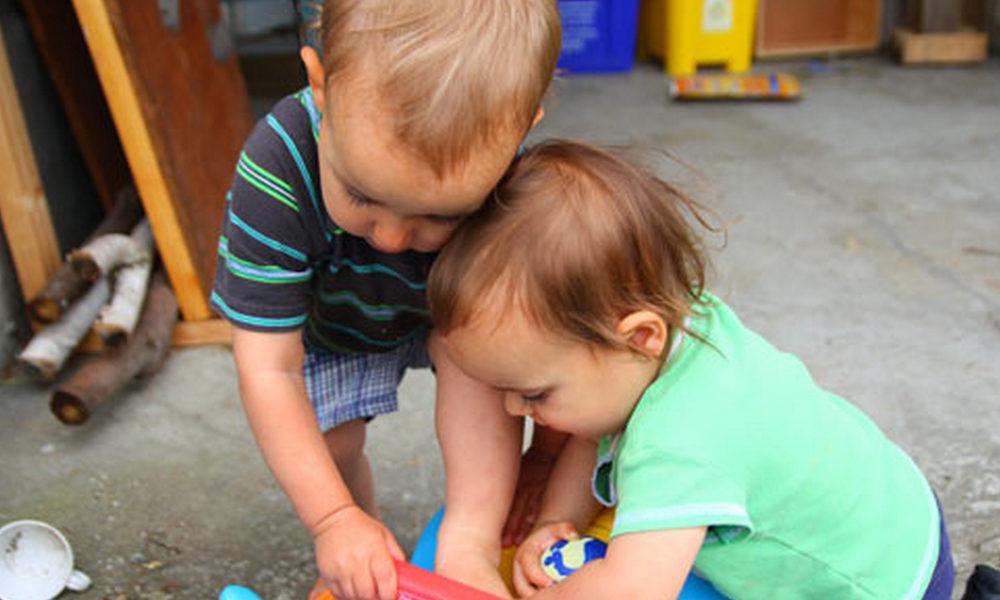 Что делать, если ребенок жадный? как научить ребенка быть щедрым