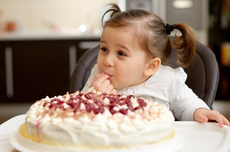Какие сладости можно ребенку в 3 года чтобы не нанести вред?
