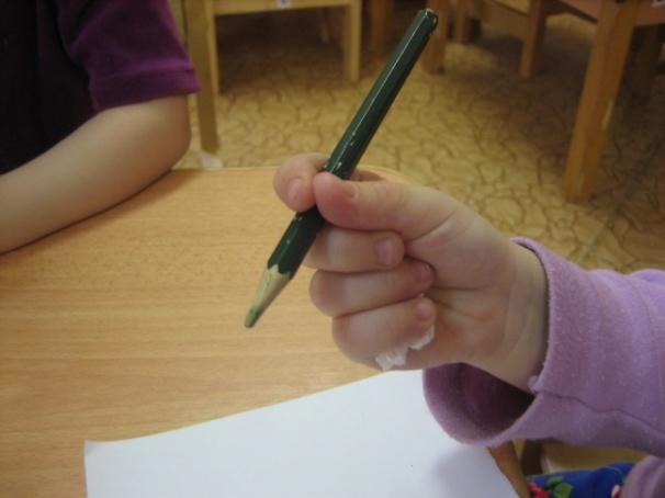 Как научить ребенка держать ручку