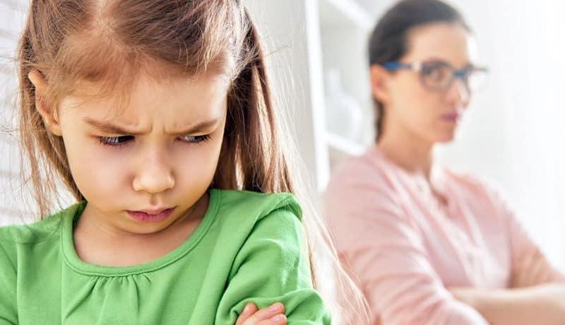 Невротические привычки у детей: что это и как с ними бороться?