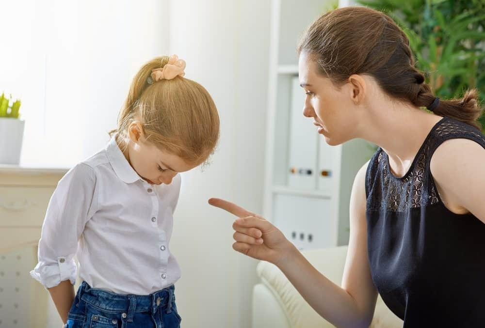 7 грубых ошибок родителей во время домашних ссор с детьми