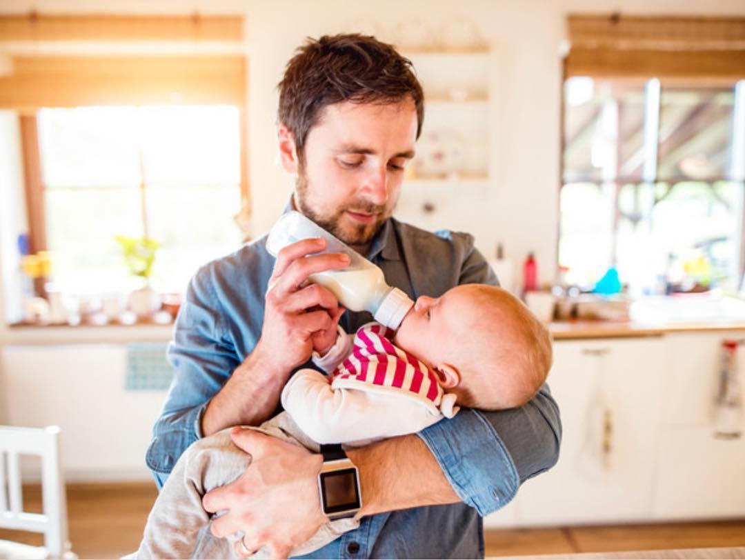 Как папе справиться с новорождённым, когда мама находится в больнице? - детская жизнь