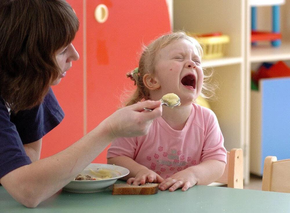 Ребенок отказывается от еды: что делать? 12 шагов
