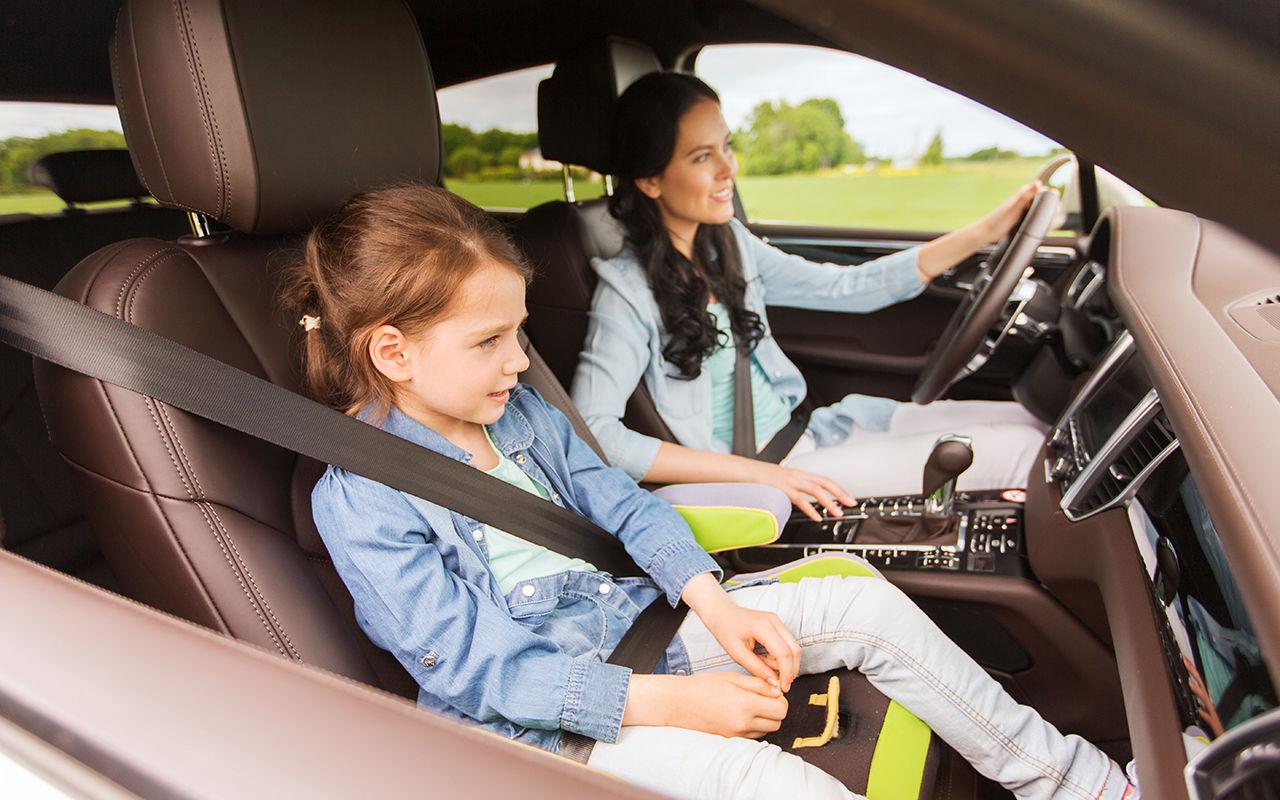 Перевозка ребенка на переднем сиденье – практические рекомендации