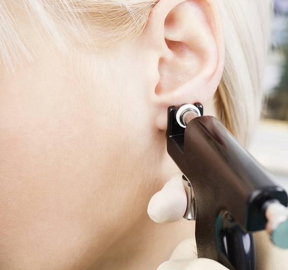 Чем обрабатывать ухо после прокалывания: виды антисептических средств, их состав, правила и особенности обработки проколотого уха