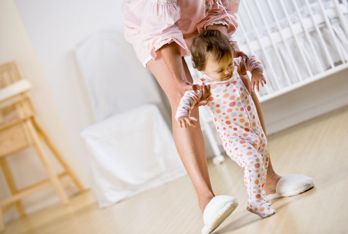 Ребенок в 1 год ходит на носочках, причины почему годовалый малыш стал иногда ходить на носочках