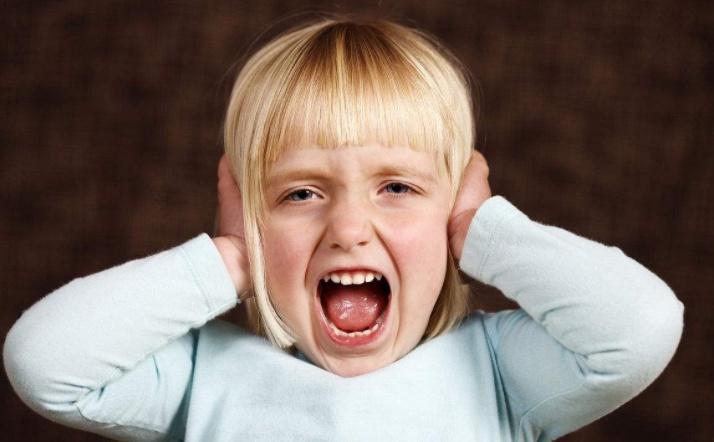 Грудничок пугается громких звуков. ребёнок боится громких звуков: причины страха и действенные способы его преодолеть
