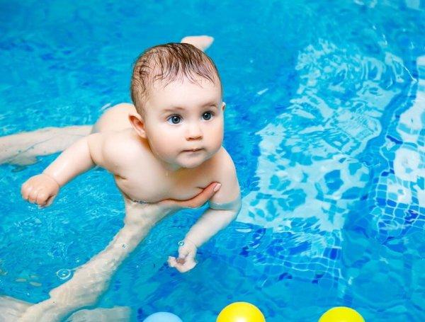 Когда можно начинать учить ребенка плаванию?
