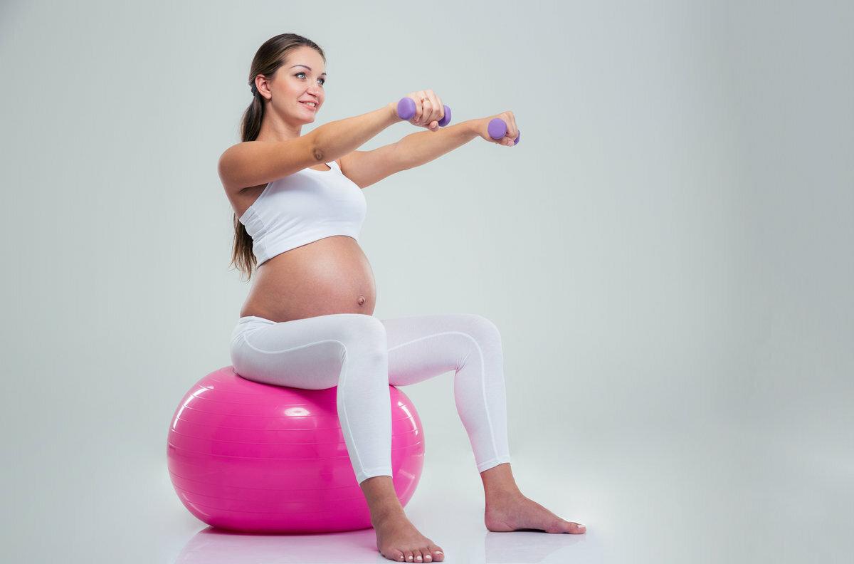 Упражнения для беременных: правила и тренировки для каждого триместра