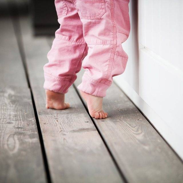 Ребенок 4 лет ходит на цыпочках причины и лечение