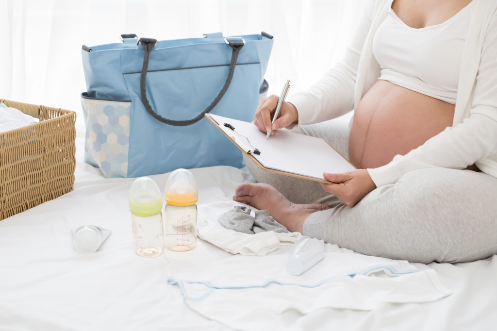 Когда покупать вещи для новорожденного и что именно покупать?
