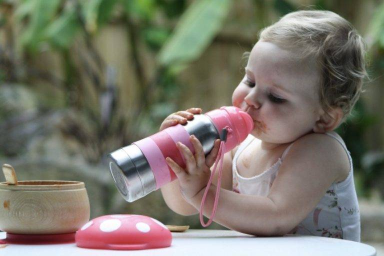 Как отучить ребенка от смеси из бутылки?