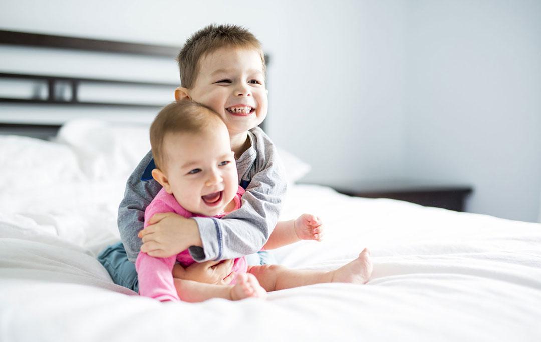 Погодки: дети с маленькой разницей в возрасте – страхи, ошибки, лайфхаки