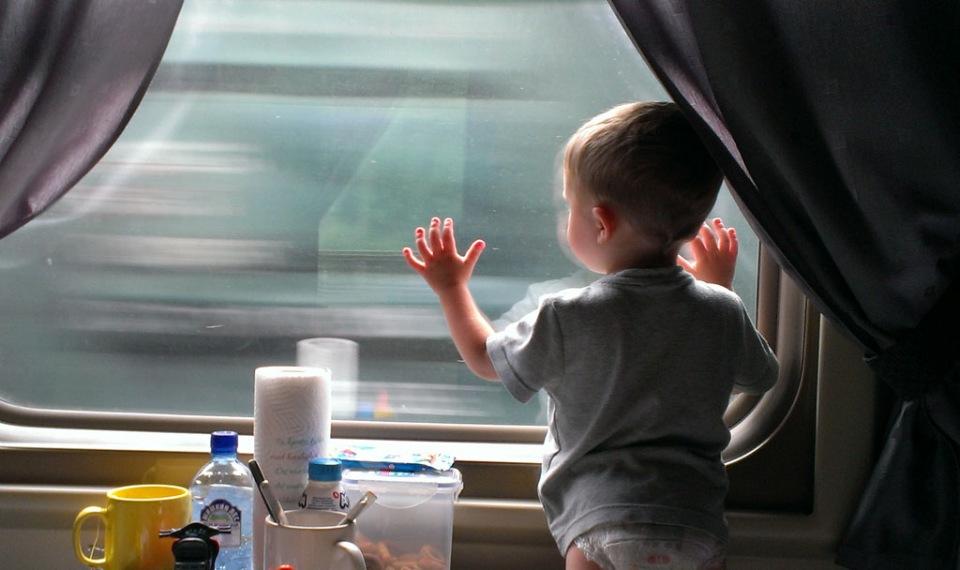 Чем занять ребенка в поезде: лучшие идеи для непосед