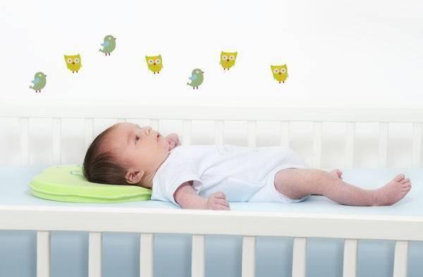Когда ребенку можно спать на обычной подушке