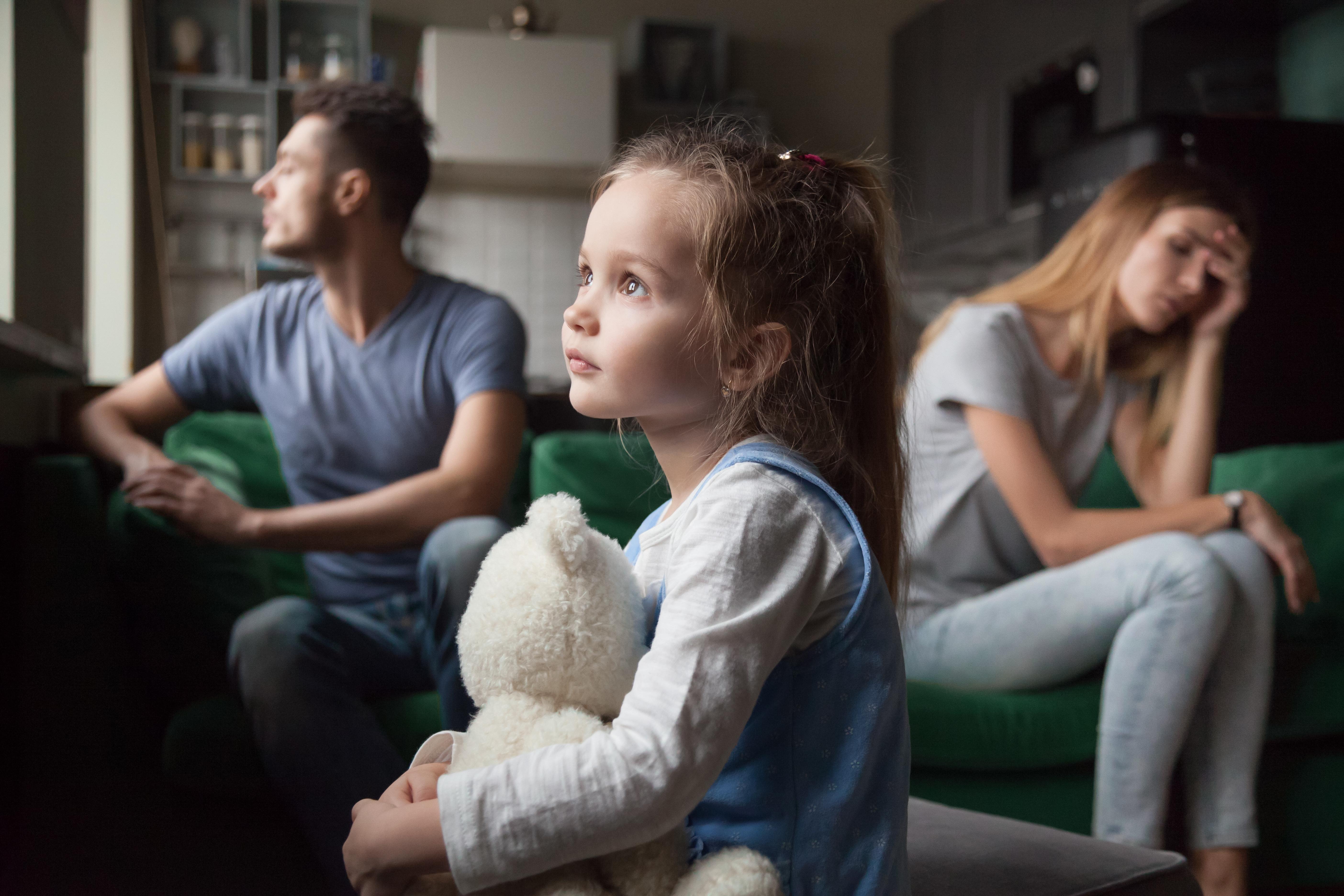 Семейные скандалы: как они отражаются на ребенке и что делать родителям?