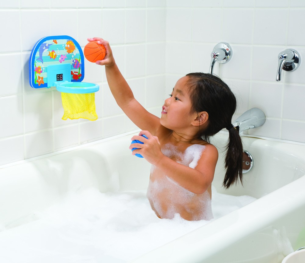 Игры с маленьким ребенком в ванной