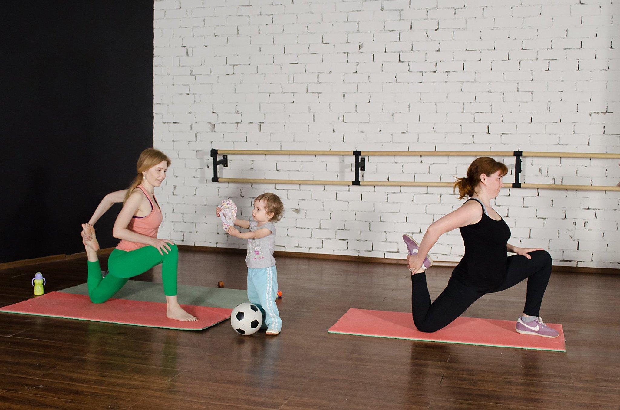 Фитнес с малышом. занятия спортом после родов дома для мамы и ребёнка - фото, видео, программы тренировок – fitness_s_baby