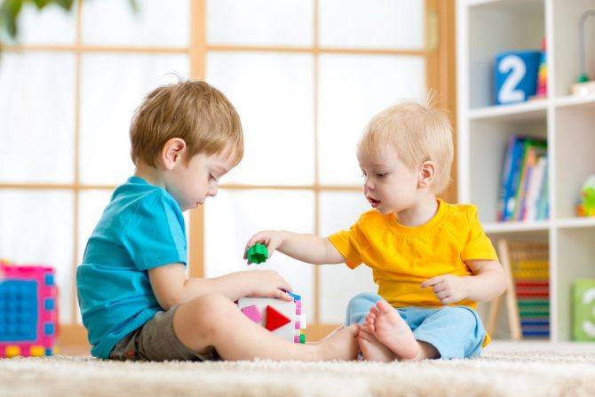 Как приучить ребенка к садику в 2, 3 года без слез и помочь ему адаптироваться + советы доктора комаровского