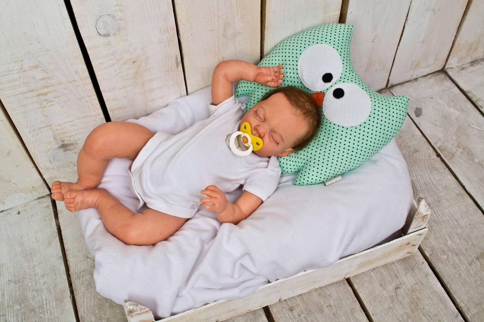Когда ребенок может спать на подушке