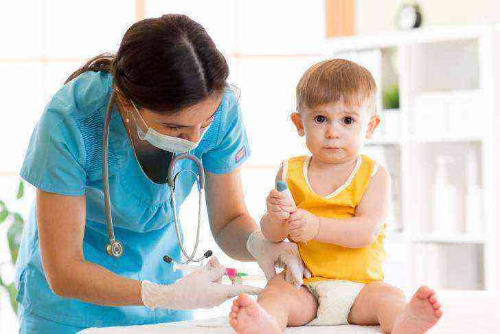 Можно ли купать ребенка после прививки акдс?