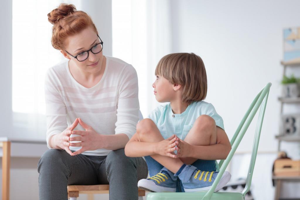 Каждая мама должна знать эти 4 причины, почему малыш не отпускает ее ни на шаг