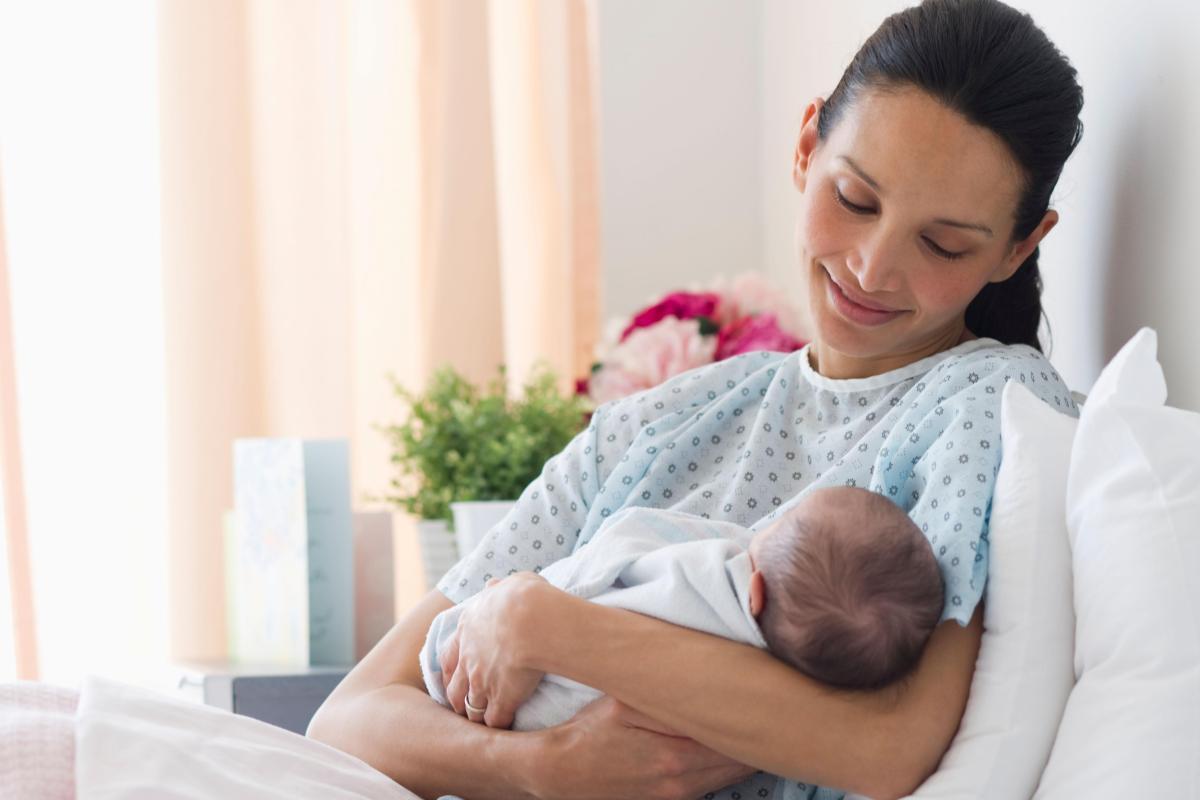В гнезде аиста: 20 важных для молодой мамы этапов от приёмного покоя до выписки из роддома