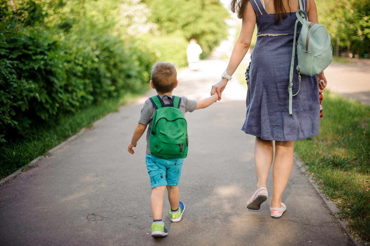 Прогулка с ребенком до года зимой