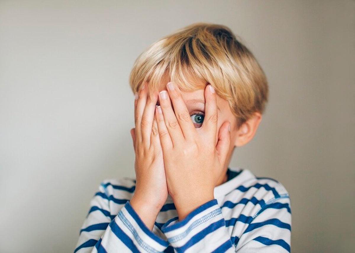 Что делать, если ребенок боится громких звуков