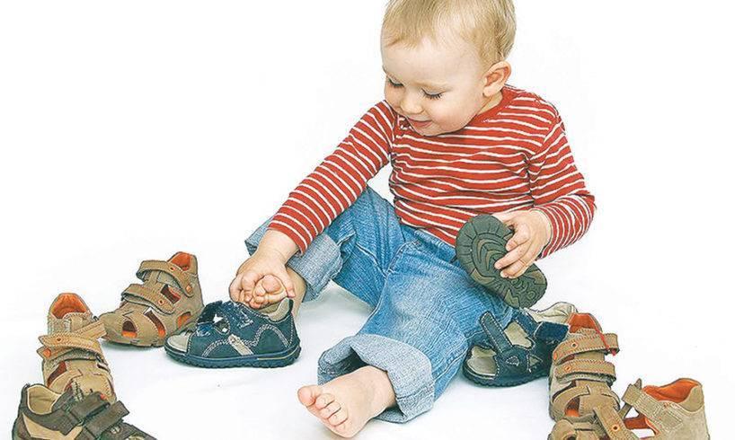 Как правильно выбрать первую обувь малышу
