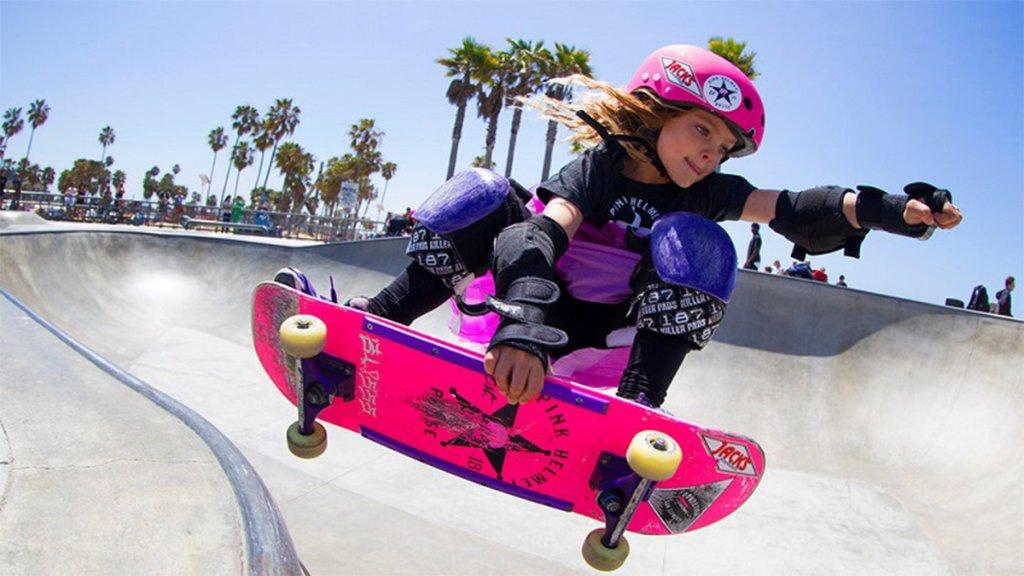 Скейтборд для девочек: как выбрать и научиться кататься?