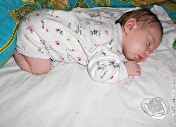 Почему новорожденный мало спит и много ест: стоит ли беспокоиться