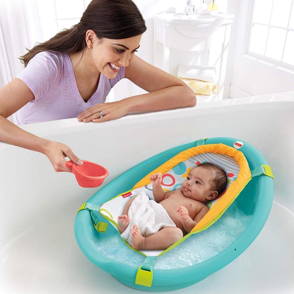 Обзор приспособлений для купания новорожденных: круг, горка и др