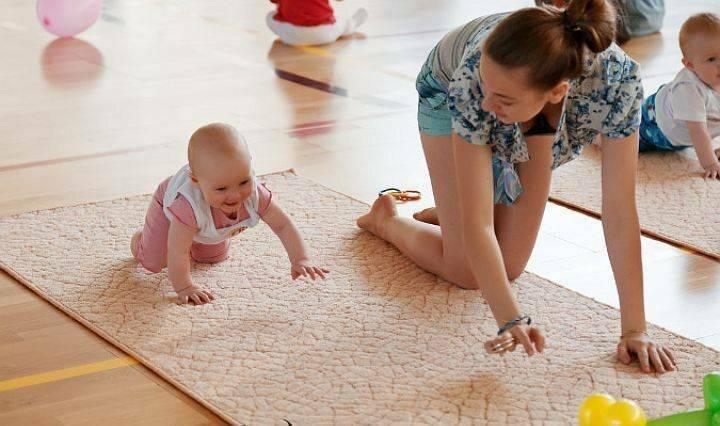 Развитие ребенка в 11 месяцев: что должен уметь, как развивать малыша в этот период, особенности питания, рост, вес и другие рекомендации с фото и видео