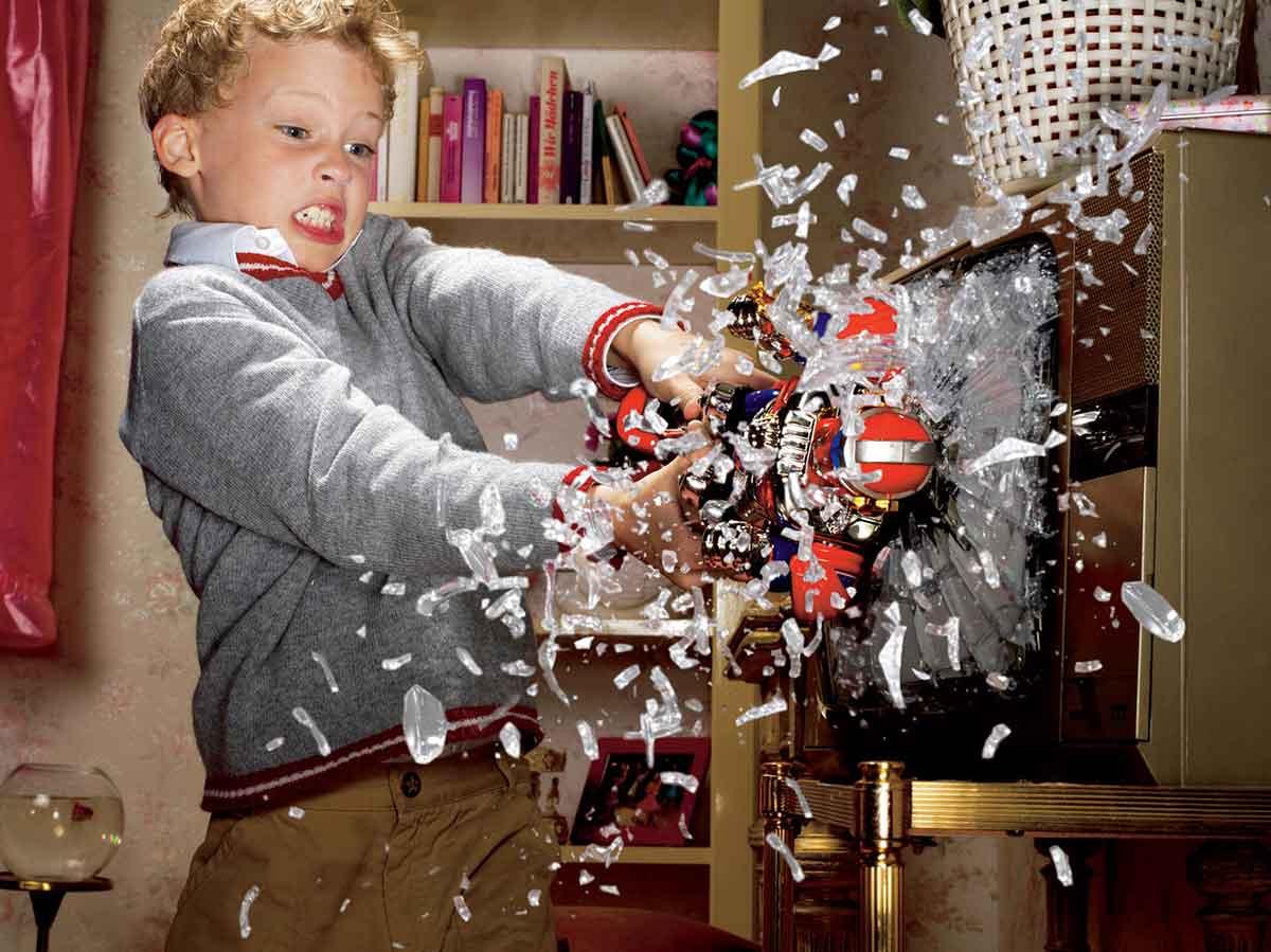 Почему ребенок ломает игрушки и что с этим делать - советы психолога