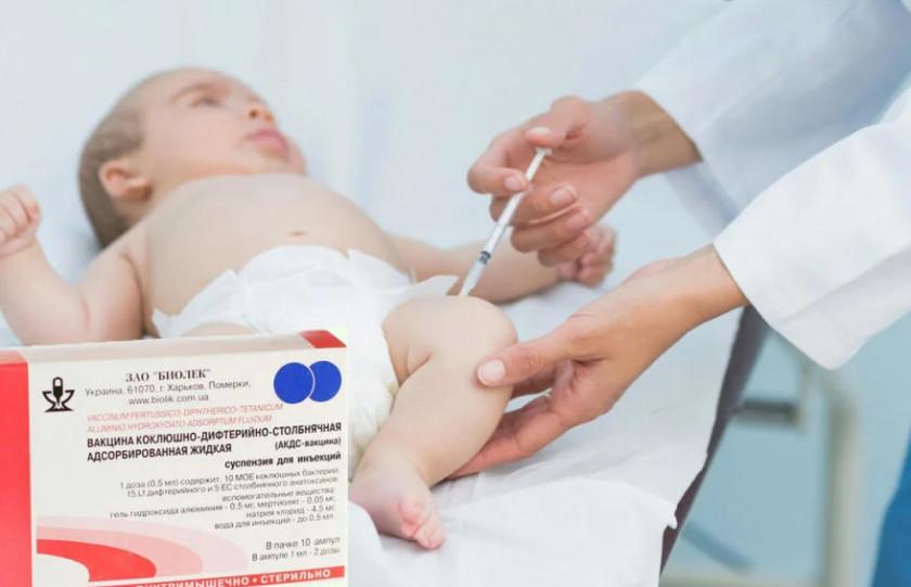 Прививка от дифтерии взрослым и детям: когда делается и сколько раз
