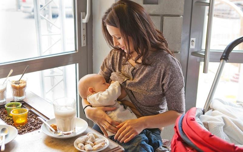 Кормление грудью в общественных местах - breastfeeding in public - qaz.wiki