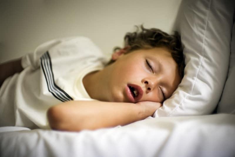 Ребенок плохо дышит носом ночью комаровский. причины храпа детей во сне без наличия соплей