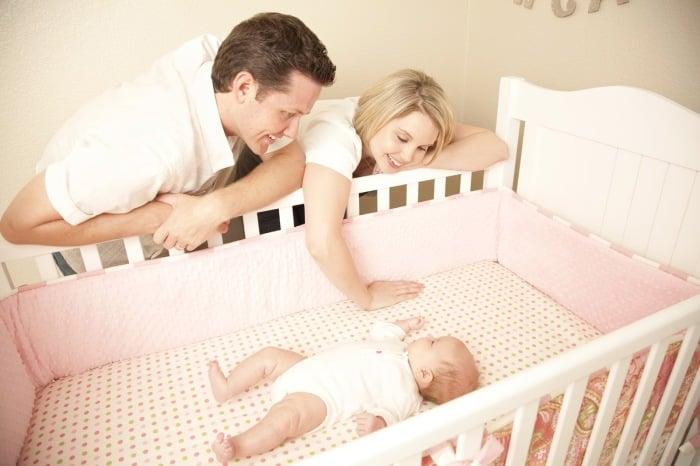 Как отучить ребенка спать на руках: причины, способы отучивания в 3, 5, 7 месяцев