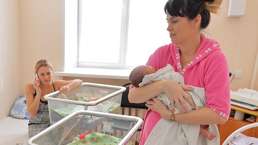 Разлука в роддоме: что делать, если у мамы с ковидом после родов забирают малыша