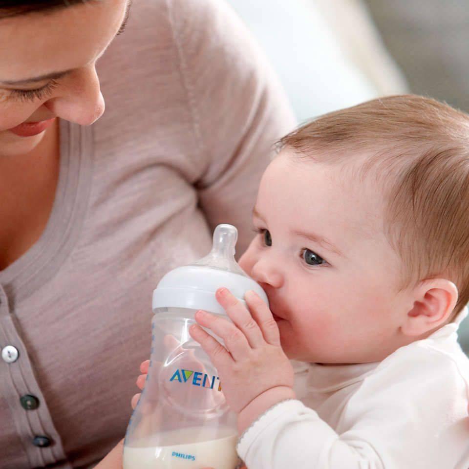Как правильно кормить новорожденного грудным молоком, смесью из бутылочки