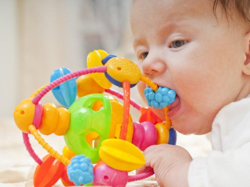 Как не ошибиться с выбором погремушки для новорожденного?