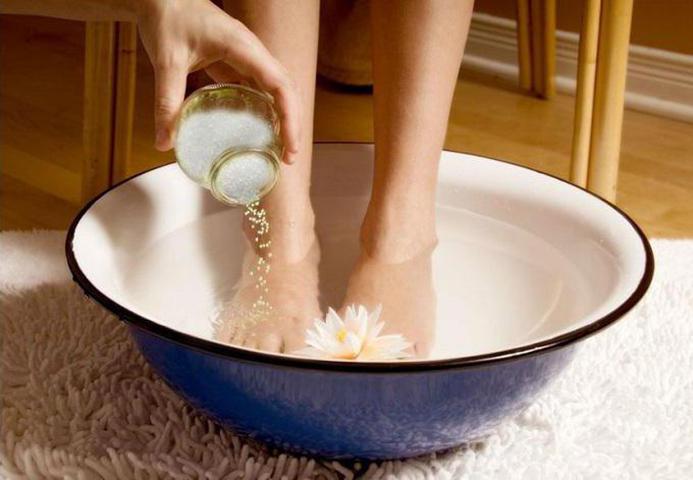 Как избавиться от запаха ног: народные средства и советы