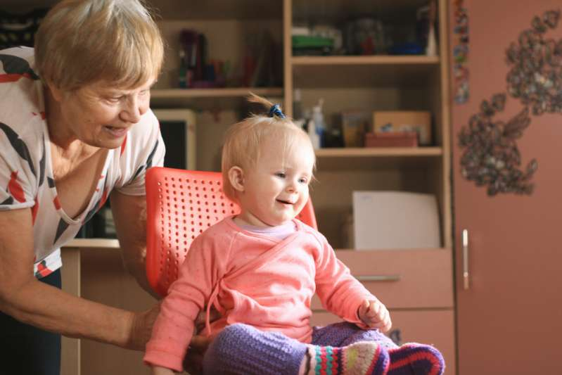 Причины, по которым бабушки не должны воспитывать внуков