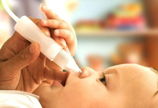 Правила закапывания капель в носик новорожденному: особенности процедуры